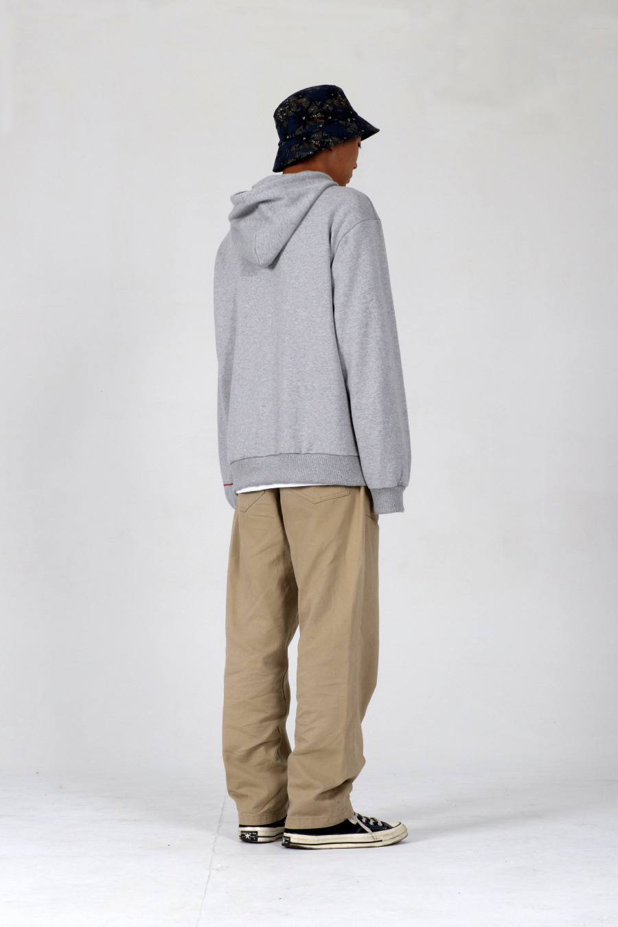 [13블루스] 13BLUES pil emb hoody grey